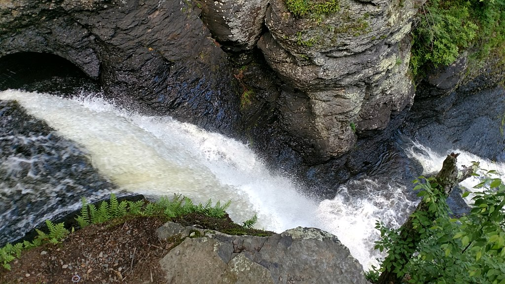 Birds-eye view of Dingmans Falls