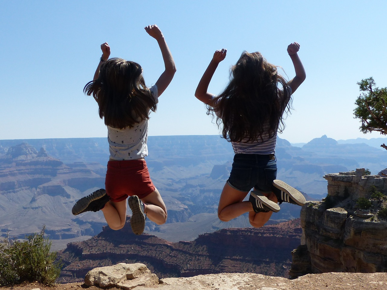 two children at the Grand Canyon